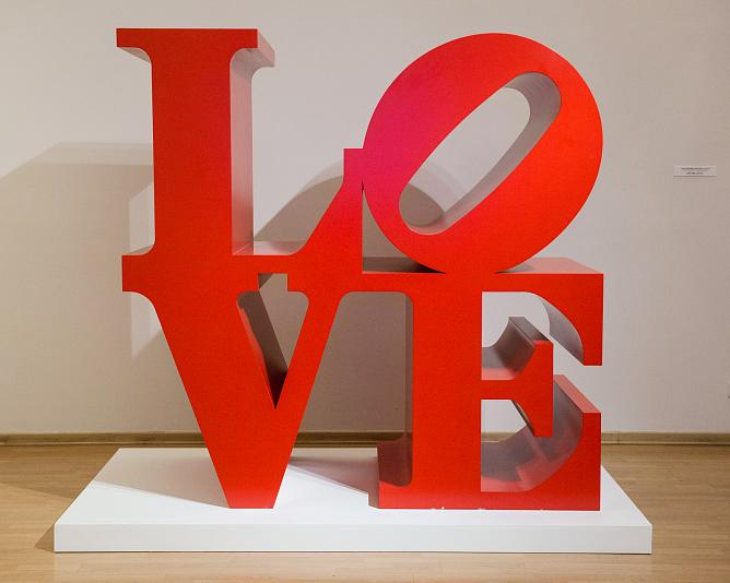 LOVE. Red. 1966/2000. Polychrome aluminum
